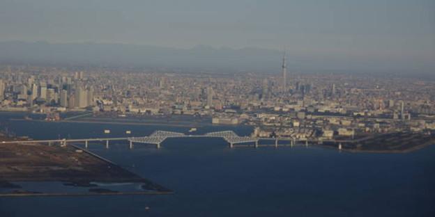 s5016_羽田上空から東京ゲートウェイブリッジ・スカイツリー方向_t