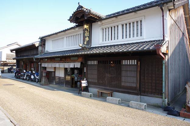 s2441_関宿の風景_深川屋関の戸_いおり看板