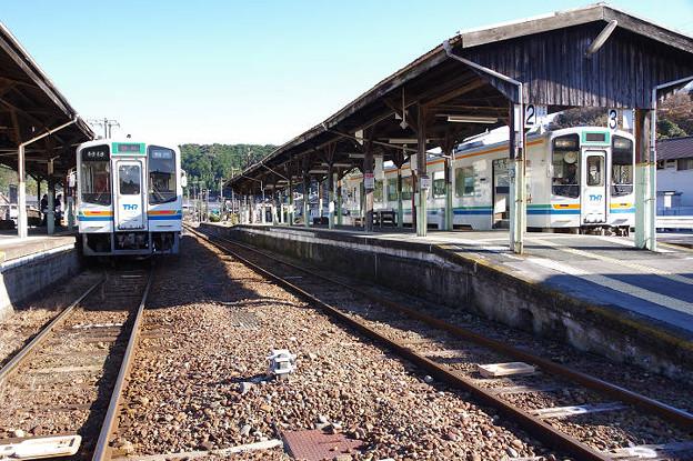 s8043_天竜浜名湖鉄道130列車掛川行TH2111と329列車新所原行TH2108_天竜二俣