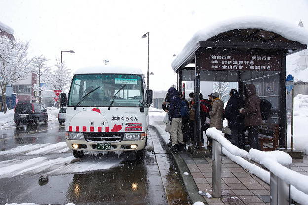 s8676_肘折温泉行バス_おおくらくん1合_新庄駅前