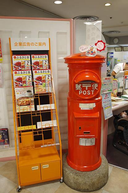s8218_大宮高島屋郵便局の丸ポスト