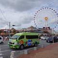 s2296_北谷町コミュニティーバスC-BUSと観覧車