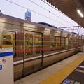 Photos: s2934_高槻駅1番ホーム保護バー上昇中