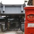 写真: 門前のポスト