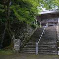 写真: 山中の寺