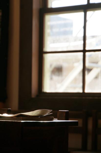 学び舎の窓