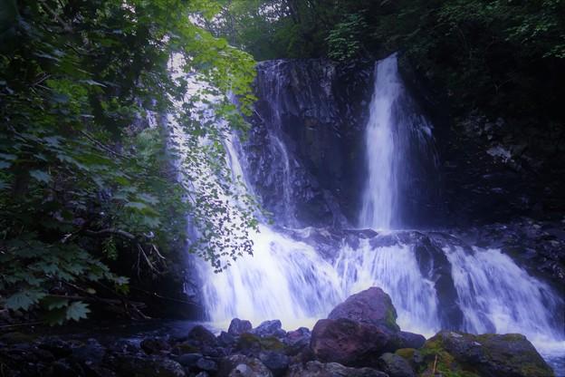 こもれびの滝