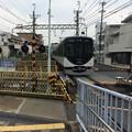 Photos: 中書島行きの普通列車が到着