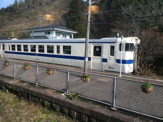 大角横川駅に停車中の普通列車