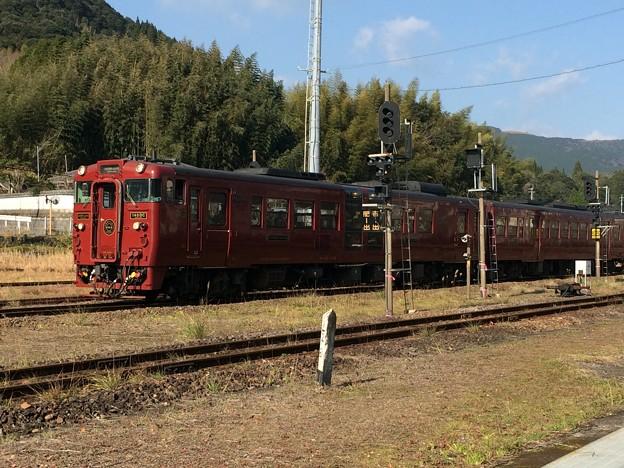 吉松駅に進入する、肥薩線列車