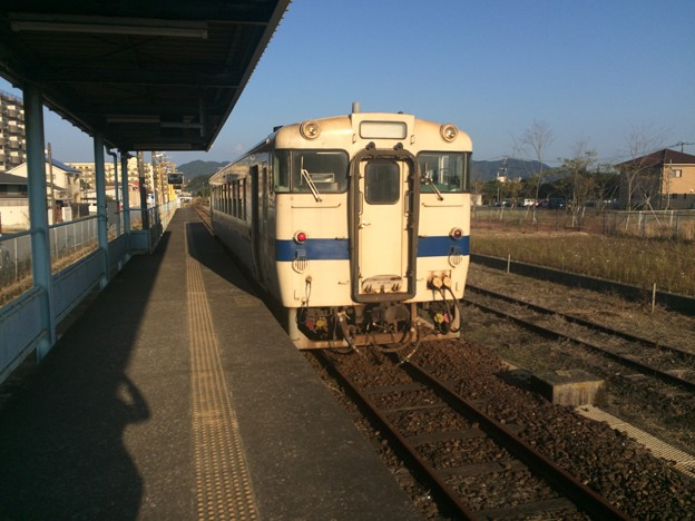 志布志駅に停車中の普通列車