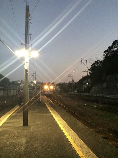 油津駅に宮崎行き快速が進入1