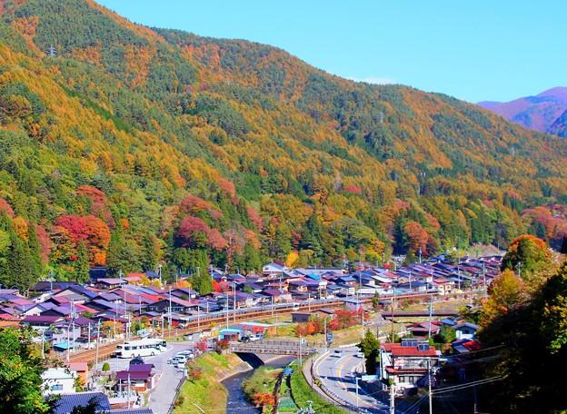 秋の奈良井宿と特急しなの