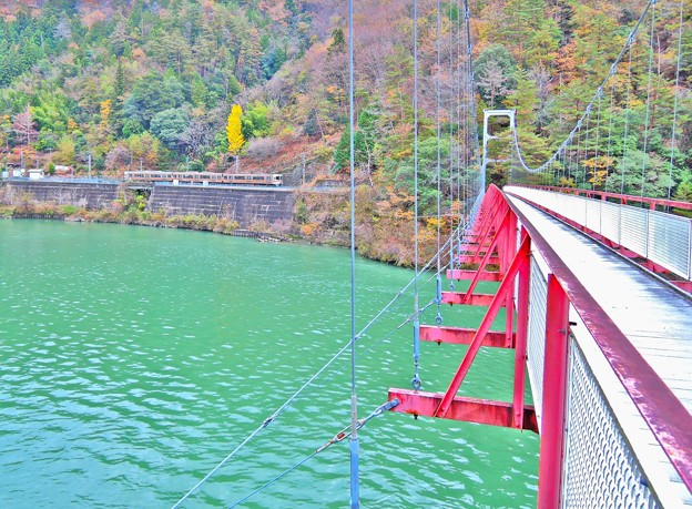 為栗駅と吊り橋(HDR)