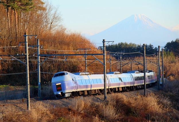 スーパーあずさと富士山