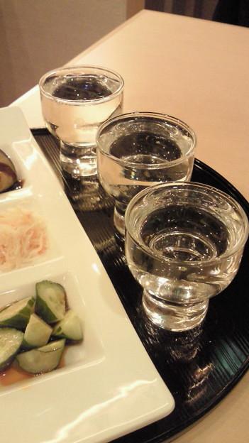 本日の利き酒セット:手前より『磯自慢(静岡)』『愛宕の松(宮 城)...