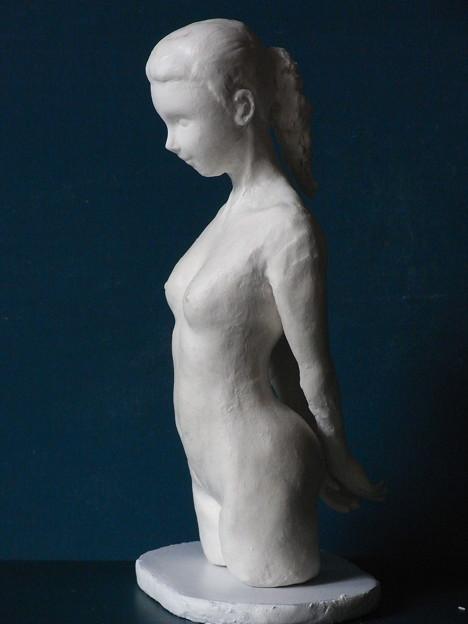 写真: 紙粘土人形 裸婦8 少女横