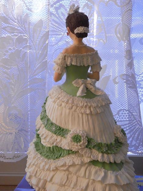 ビクトリア調ドレス人形グリーン背