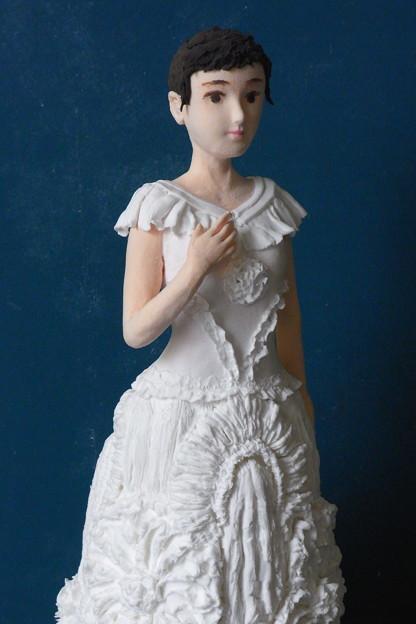 ウエディングドレス風人形アップ
