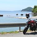 写真: 穴水町沖波から海を見ながら休憩中