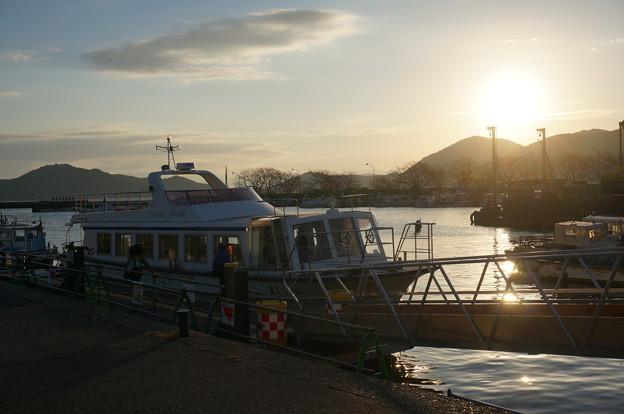 沖島漁港の朝