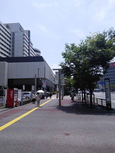 18_渡辺通り駅をでたところ140624