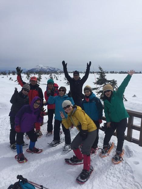 雪の八幡平と後生掛温泉 八幡平頂上の展望台は雪に埋もれています