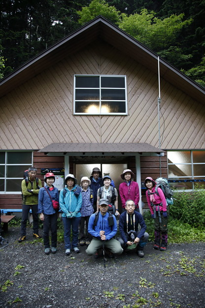日本の山 間ノ岳、北岳2日間 両俣小屋を出発します