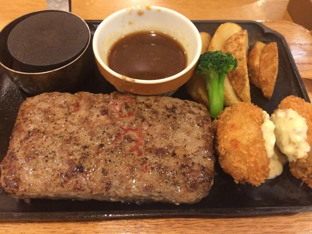 ビーフハンバーグステーキ&牡蠣フライ