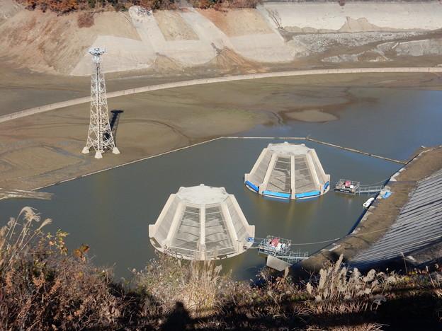 取水口と測水塔