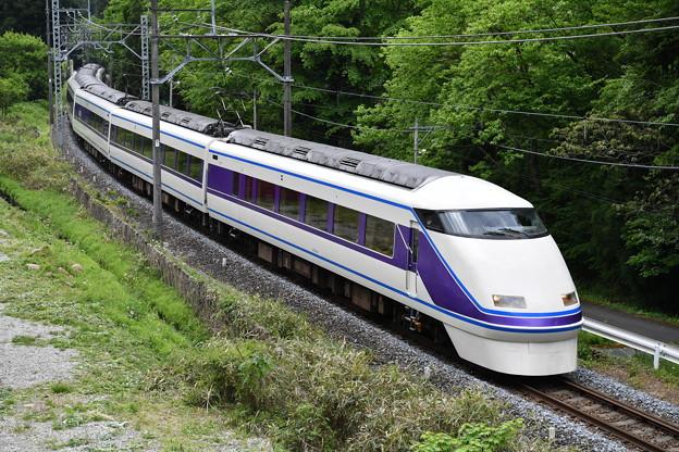 スペーシア、この列車は、なに?(時刻表に載ってない)