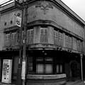 Photos: 角の煙草屋さん