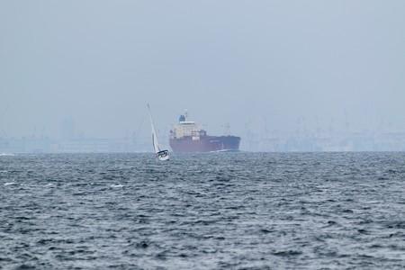 1)183m MORNING HARUKA (35mm換算750mm)中ノ瀬航路南航船 ベイブリッジ方面