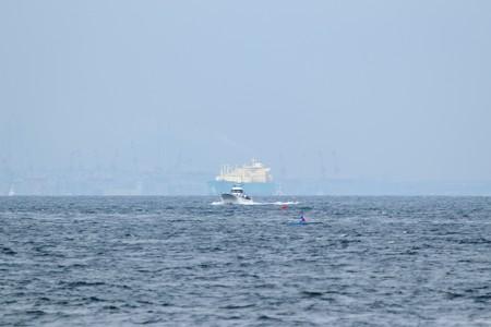 2)289m LNG IMO(35mm換算750mm)中ノ瀬西側航路南航船 ベイブリッジ方面