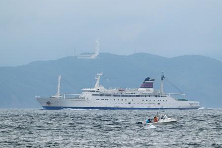 4)131m おがさわら丸(35mm換算675mm)北航船 東京湾観音方面
