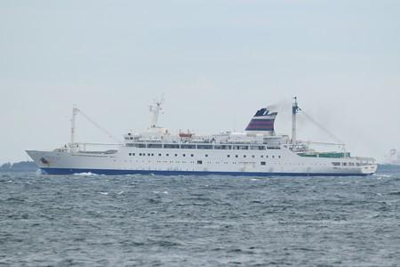 4)131m おがさわら丸(35mm換算675mm)北航船 富津岬方面