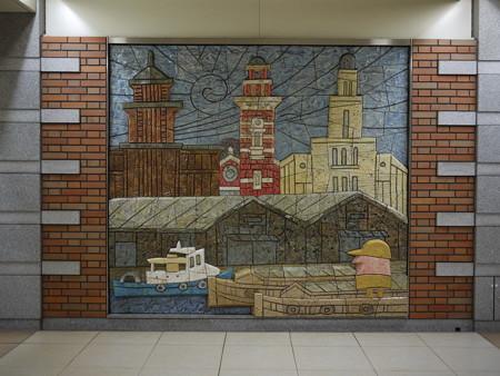 日本大通り駅壁画-1