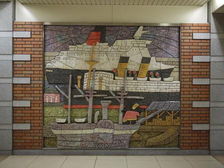 日本大通り駅壁画-2