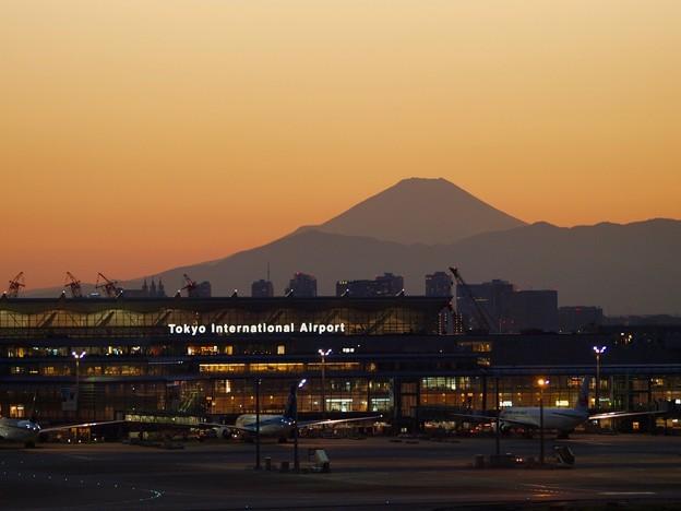 写真: Tokyo International Airport