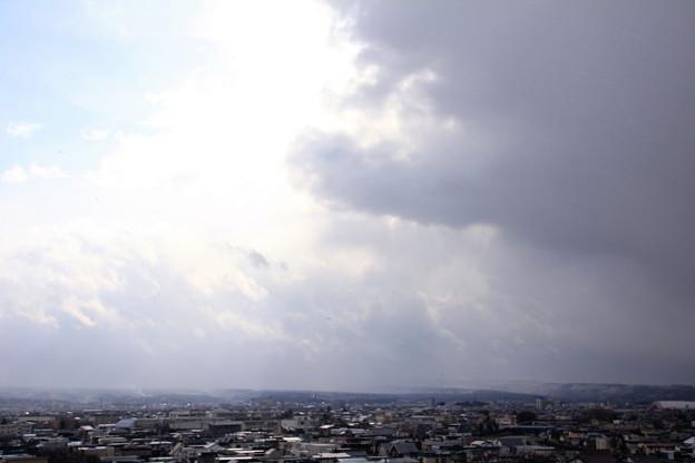 写真: 雪雲と青空