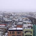写真: 薄化粧した街並み