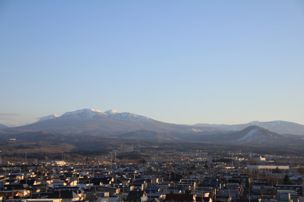 写真: 冬晴れの八甲田山