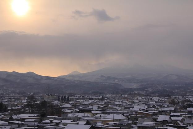 朝陽と八甲田山