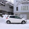 写真: 雪山間の駐車場