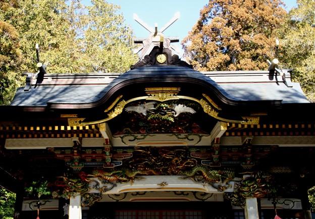 写真: 宝登山神社の屋根の彫物