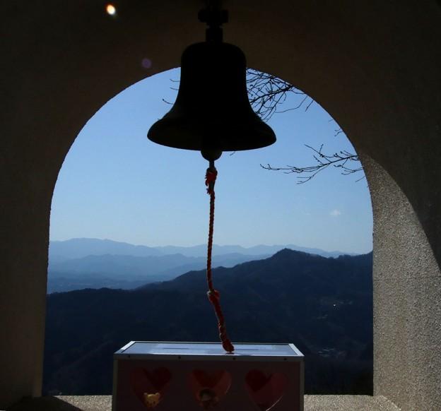 写真: OASISの鐘 世界の平和を願って