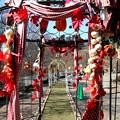 写真: 鐘の前のお飾り