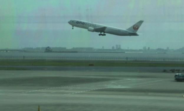 離陸する旅客機