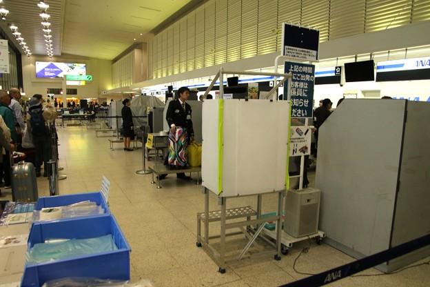 写真: 大阪伊丹空港 荷物検査所