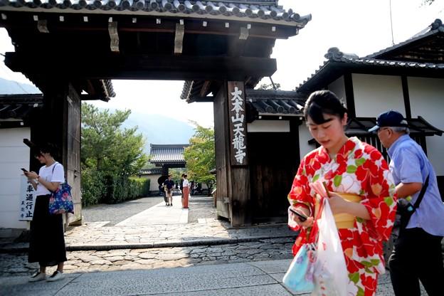 天龍寺の総門前